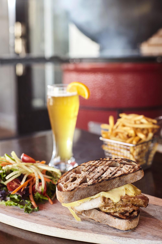 6- Le sandwich le Cochon portneuvois au Resto-Bar Le Mundial